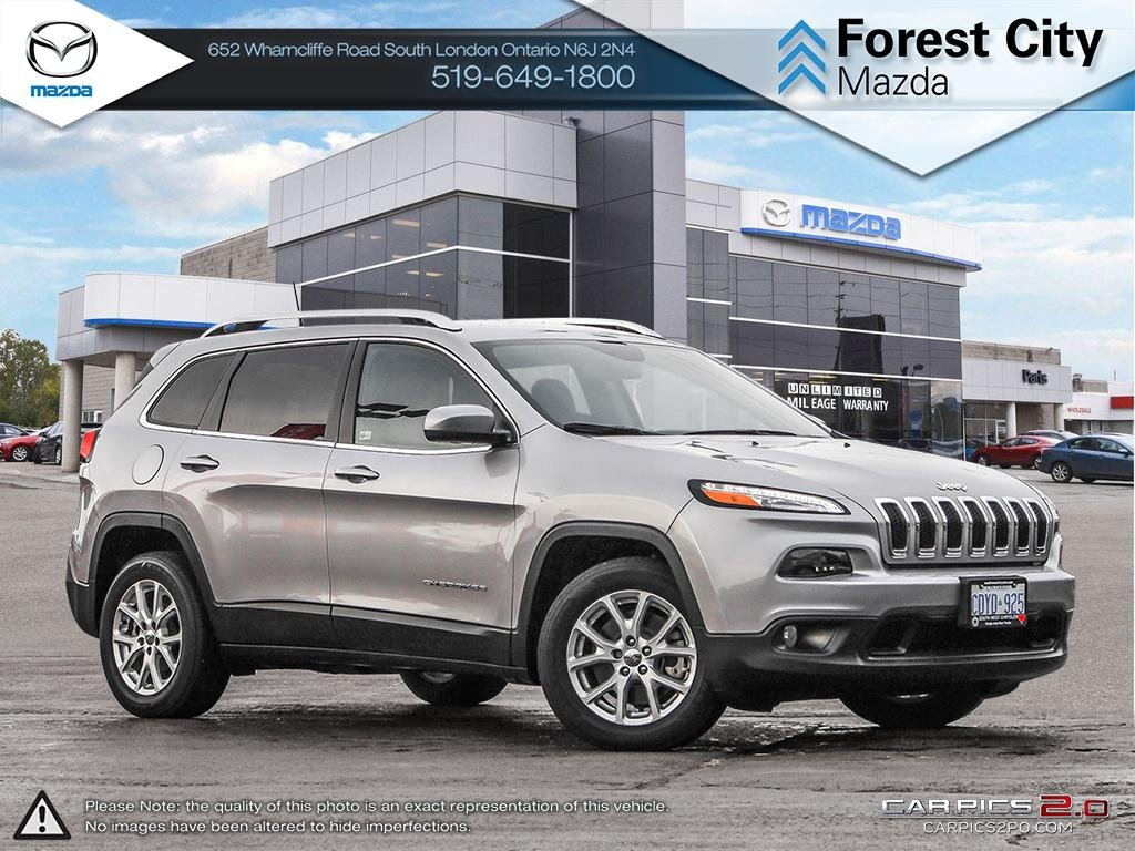 Pre-Owned 2017 Jeep Cherokee NORTH | DEMO