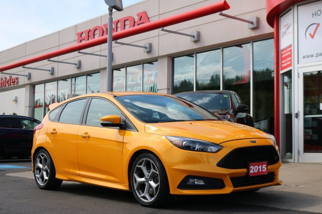 Pre-Owned 2015 Ford Focus ST-TURBOCHARGED,LEATHER,BACKUP CAMERA FWD  Hatchback