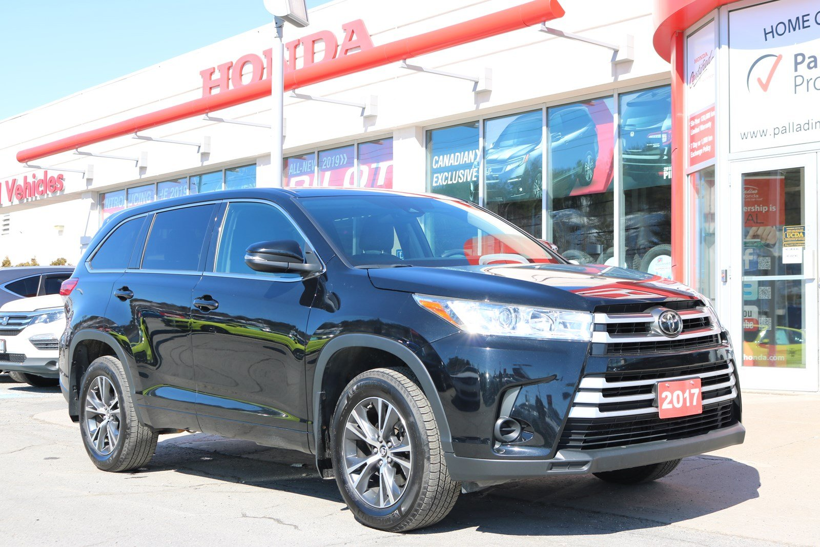 Pre Owned 2017 Toyota Highlander Le All Wheel Drive 3rd Row Seating